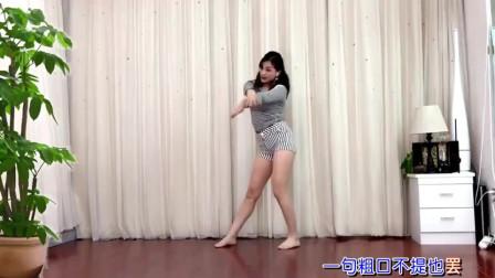 疫情期间隔离,美女在家自娱自乐跳尬舞