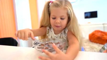 可爱萝莉:小可爱和哥哥的早餐太好吃了把苍蝇也引来啦萌娃:讨厌,快走开
