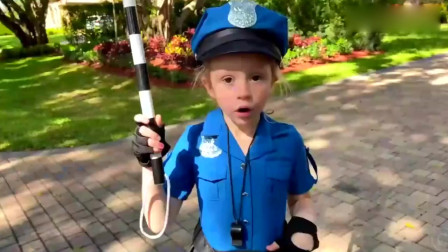 可爱萝莉:小萝莉假装成可爱的交通警察太有趣了萌娃:你以后还敢不敢违章