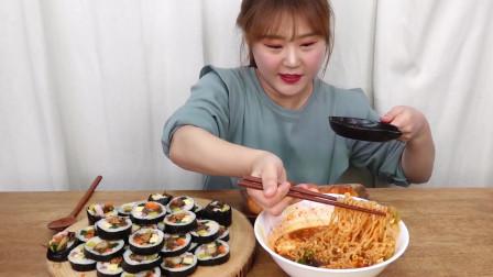 午餐开吃紫菜饭卷面条晚餐吃烤五花肉