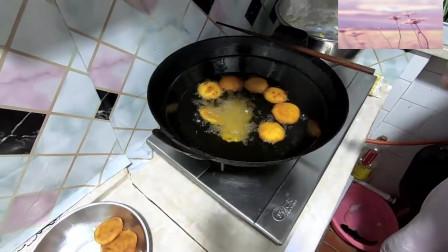 河南信阳地区风味小吃:炸红薯饼,做法简单,味道香甜浓郁