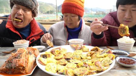 """韩国农村家庭的一顿饭:""""香煎鸡蛋鱿鱼米肠+泡菜"""",吃得真馋人"""