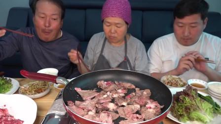 欢乐一家人一餐饭吃掉那么多