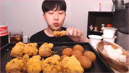 《韩国农村美食》小哥吃炸鸡、芝士球、萝卜块,配上冰可乐,吃得真过瘾。