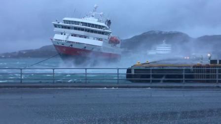 码头突然大暴风来袭,500吨游轮失控撞向码头,场面比片电影还刺激