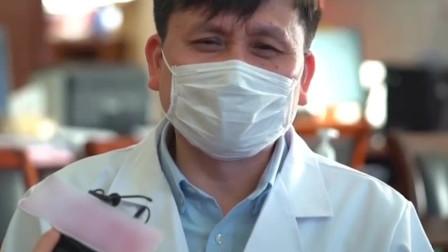 张文宏采访现场记者爆笑!完全可以靠嘴皮子吃饭,偏偏要靠实力!