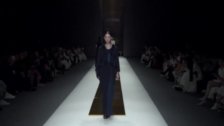 时装秀:藏蓝色雪纺连衣裙,永不落潮的流行色,不仅显身材还高贵