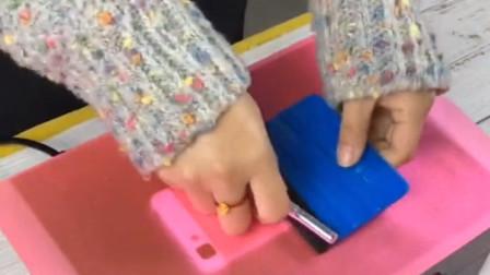 听说手机壳都淘汰了,现在的小年轻都喜欢这样保护手机!