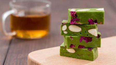 抹茶味牛轧糖的做法,超级简单,在家里也可以做