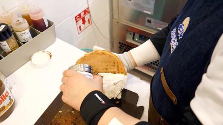 韩国街边小吃,冰淇淋草莓花生酱配华夫饼,美味极了,满满的幸福