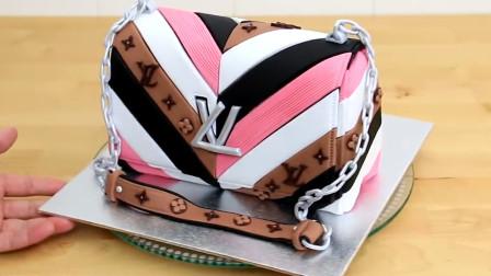 老外用蛋糕制作包包,看上去还挺时尚的,不过是蛋糕