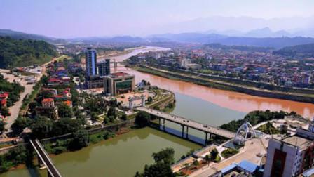 这就是中国和越南的边境,一座桥连着两个国家,涨见识了!