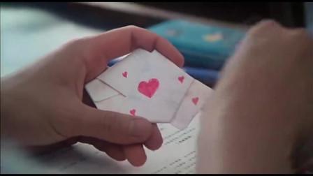 男生给女生写情书上课传递,结果女生直接给了老师