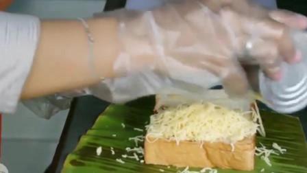 马来西亚街头小吃,香蕉叶烤芝士面包,第一次见