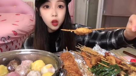 美食吃播:大胃王小姐姐吃烧烤,大口吃的真过瘾!