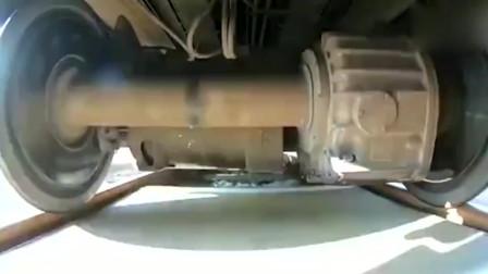 这是动车还是高铁,加速也太快了吧!
