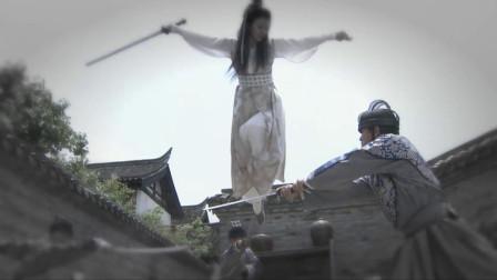 美女三成功力的倚天剑法,却能轻易打败一群锦衣卫,小孩看呆