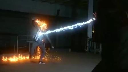 2020必看超幻美剧 - 获得爆炸异能 而且还能再生重组!