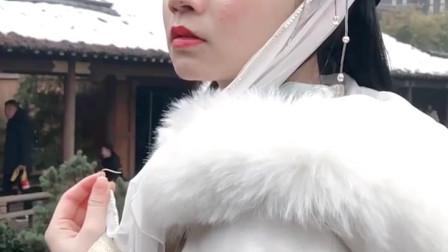 汉服小姐姐戴着面纱还没什么感觉,摘下面纱后太惊艳了,让人心动