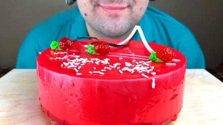 柚子看天下 尽享美味丝滑,入口难忘的草莓慕斯蛋糕,你喜欢吗