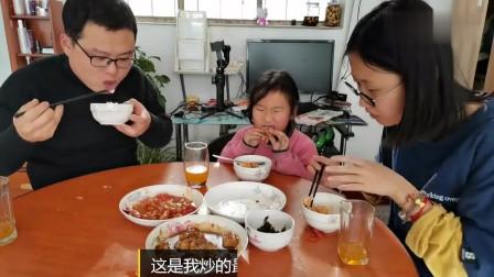 姐弟恋:农村小赵比闺女大十一岁,看看吃饭时的俩个人,相处十年关系好么
