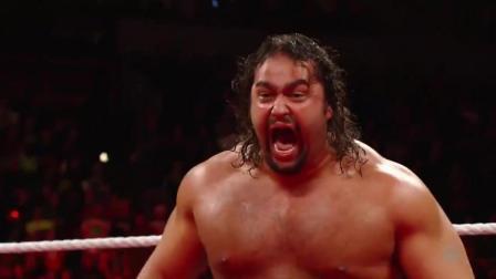 WWE肌肉男脾气暴躁,白哥被打得屁滚尿流,老板一旁欣喜若狂
