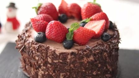240秒,学会制作好看好吃的治愈系草莓巧克力蛋糕