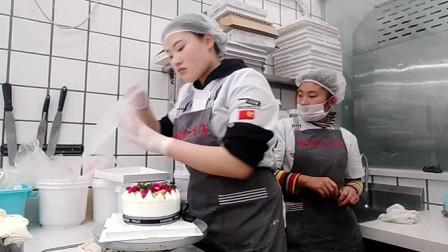 水果蛋糕不用买了,美女你做水果蛋糕,这样做香甜美味,超好吃!