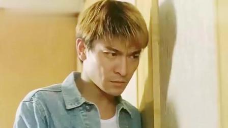刘德华年轻时也是挺狠的-小混混来闹事-刘德华拿西瓜刀就砍!