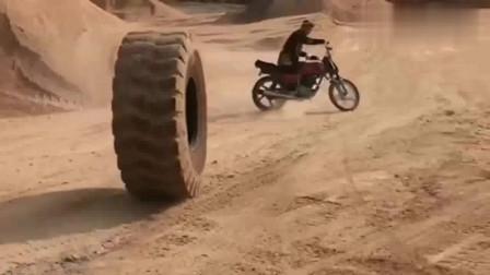 各走各的道!不就是条轮胎,有什么好怕的!