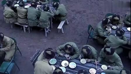 天啸:新兵嫌窝头难吃给扔了,不料有很多战士连窝头都吃不起