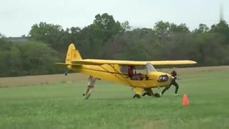 """真正的""""无人机"""" 就这样的飞走了,他们是来搞笑的吧"""