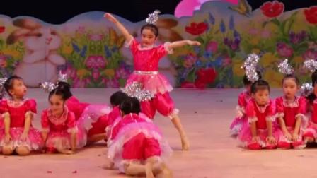 六一儿童节 幼儿园舞蹈《小脚丫》