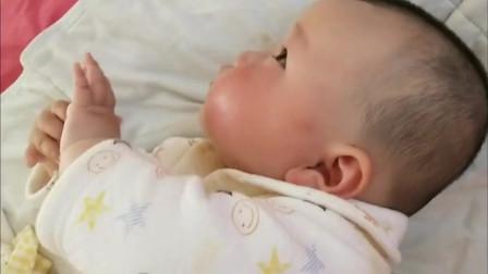 3个月小宝宝看电视眼皮都不眨,萌萌的真可爱,但这样真得好吗?