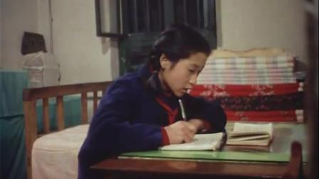 历史回放 1966年沈阳的工人家庭  认真做作业的少先队员
