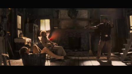 被解救的姜戈:姜戈机智反 姿势太帅了 导演昆汀幽默客串被一枪打爆 电影配乐太经典了 快来细品