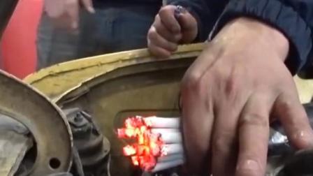 国外小哥点燃大把香烟测试空气滤芯,网友:也不怕把车点着!