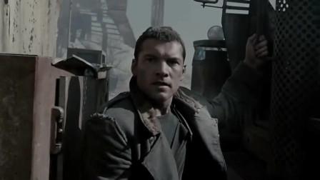 《终结者4》:马库斯刚来到人类站点,巨型终结者出现,竟袭击众人