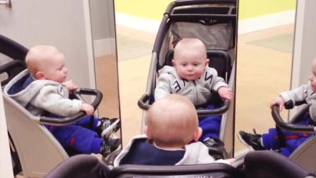小宝宝第一次照镜子,怎么会有两个我,傻傻分不清楚