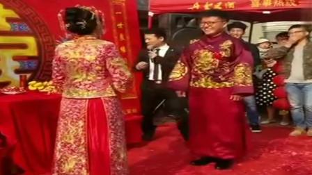 婚礼搞笑现场搞笑的小两口新郎还会超常发挥太好玩