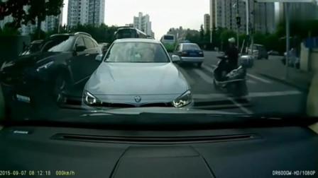 宝马车走错了道,视频车司机非得这样教训他