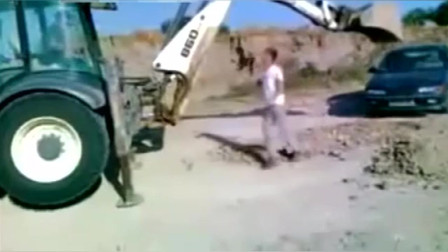 宝马车主惹怒挖掘机司机,接下来发生的这太牛了