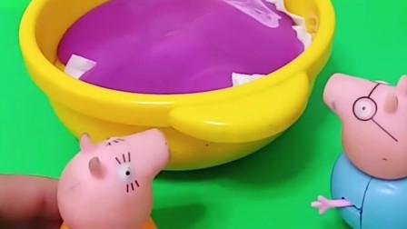 猪妈妈不在家,猪爸爸就在家里做水果沙拉,乔治和佩琪好喜欢吃呀!