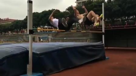 体育生秀恩爱的最高境界,真的是厉害了,男女一起跳高
