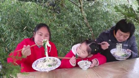 陈说美食:胖妹腌了1缸的腊肉,就连猪肺都没浪费,这种吃法祖孙3代都很喜欢!