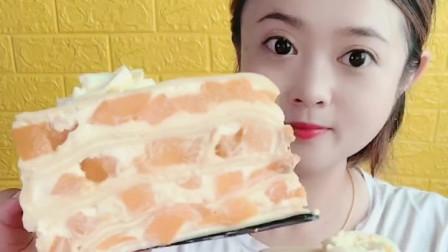 萌姐美食:芒果千层蛋糕,实在忍不住了,好吃又好看
