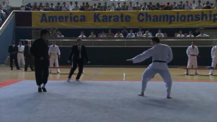 感动!李小龙参加全美空手道比赛,打败美国第一高手后高喊我是中国人