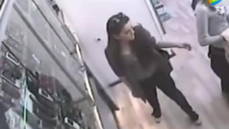 两名长发美女进手机店,监控却拍下她丑陋的面目