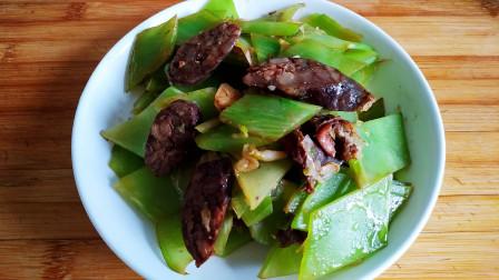 教你香肠炒莴苣的做法,脆爽下饭营养丰富,适合春天吃的美食