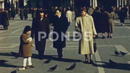 睁眼看世界 1950年的意大利威尼斯 圣马克广场满是游人
